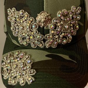 Accessories - A ladies camouflaged cap with crystal
